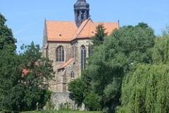 250px-Hildesheim-Marienrode_Klosterkirche_Teich